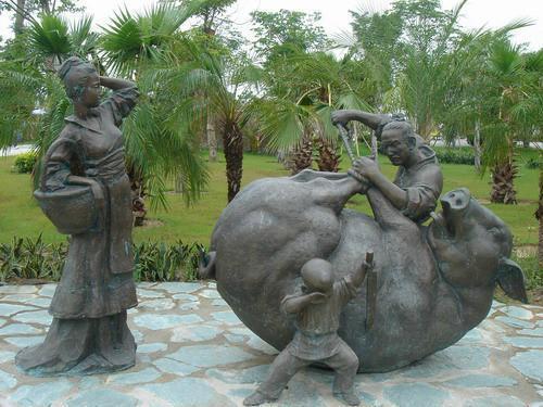 成都玻璃钢卡通指示牌雕塑价格 景观雕塑 价格实惠